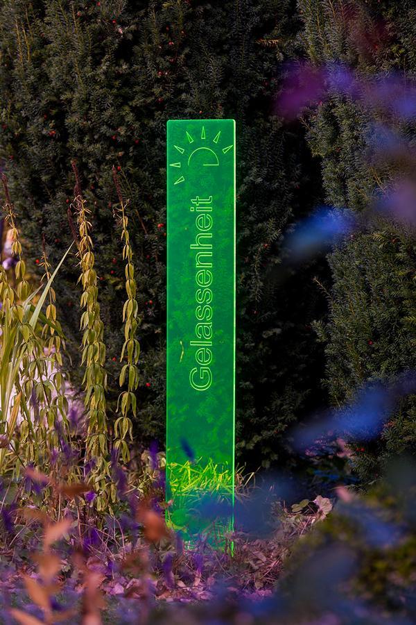 sunart DenkMal No. 02 Gelassenheit zuversichtlich grün